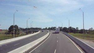 Viagem de carro de Punta del Este a Punta Ballena: estrada