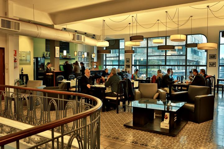 Livraria Más Puro Verso em Montevidéu: restaurante PV Lounge
