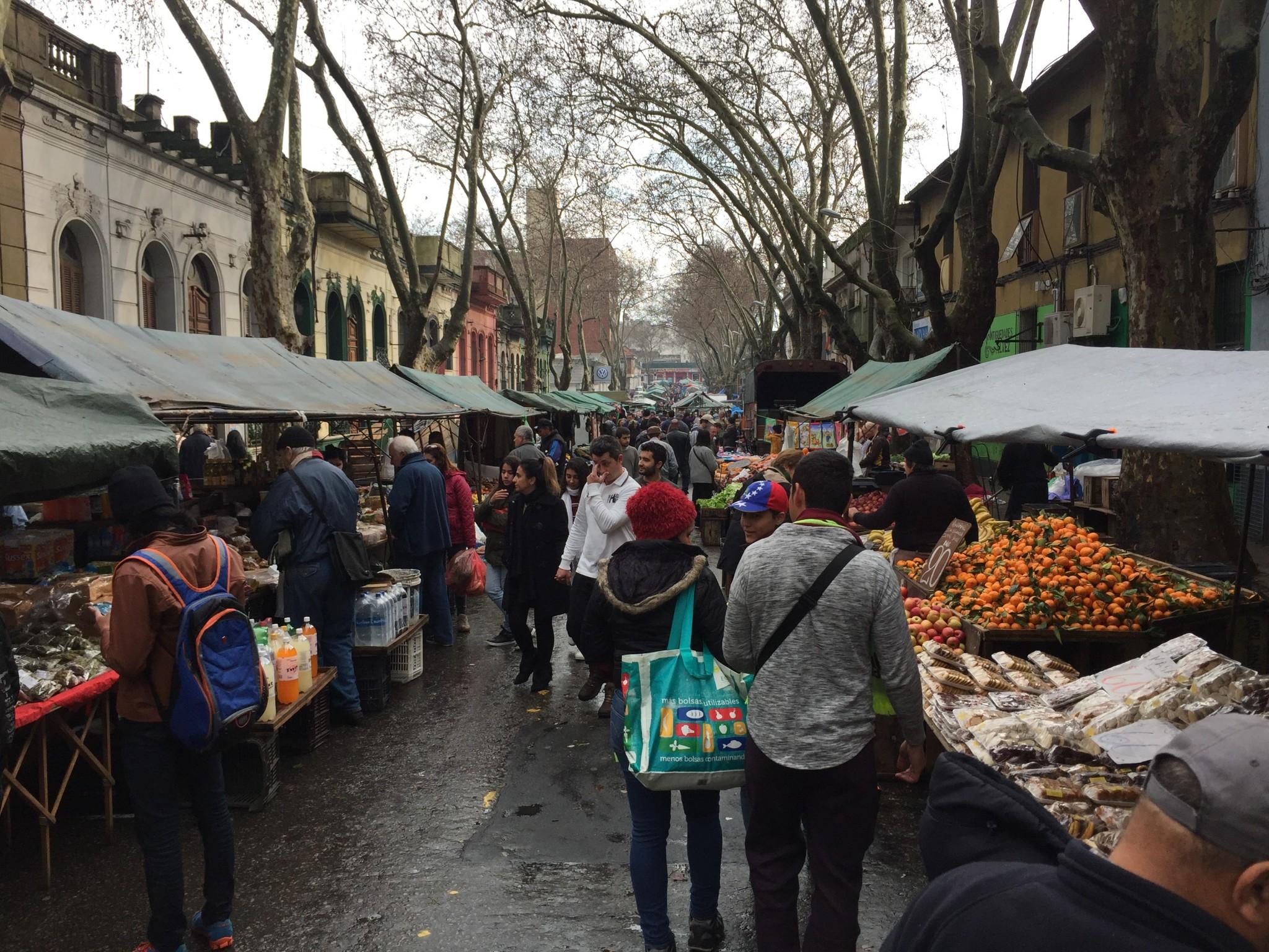 Feira Tristán Narvaja em Montevidéu: compras