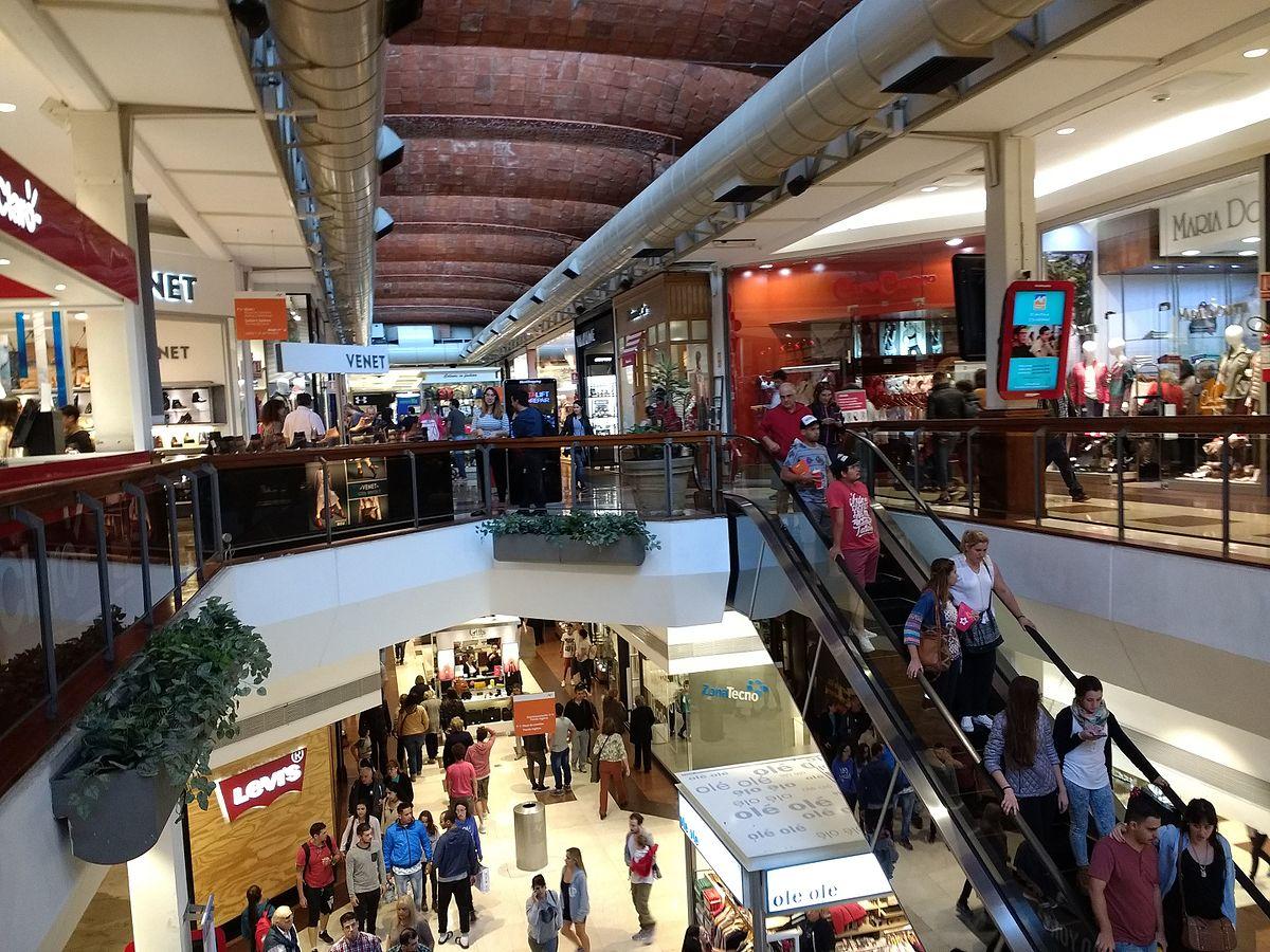 Shopping e Terminal Tres Cruces em Montevidéu: lojas