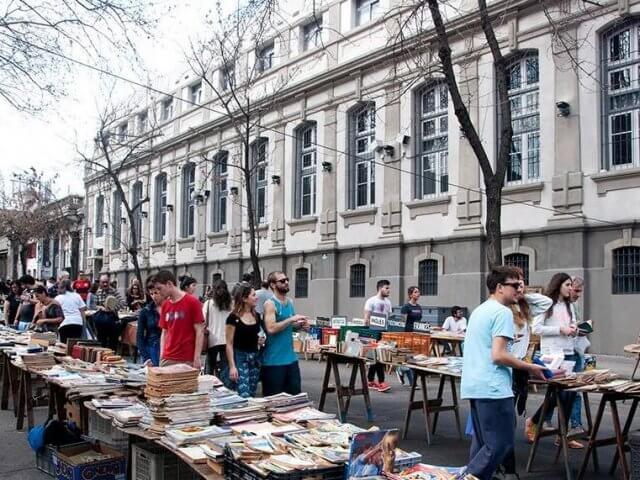 Compras em Montevidéu: Feira Tristán Narvaja