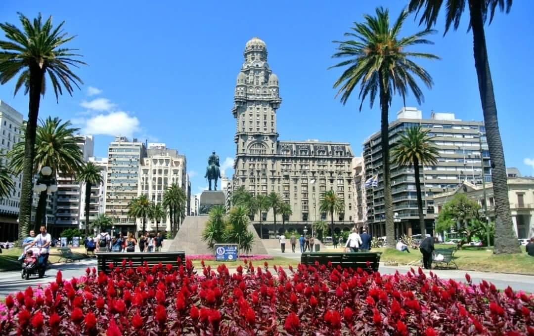 Passeios em Montevidéu: Plaza Independencia