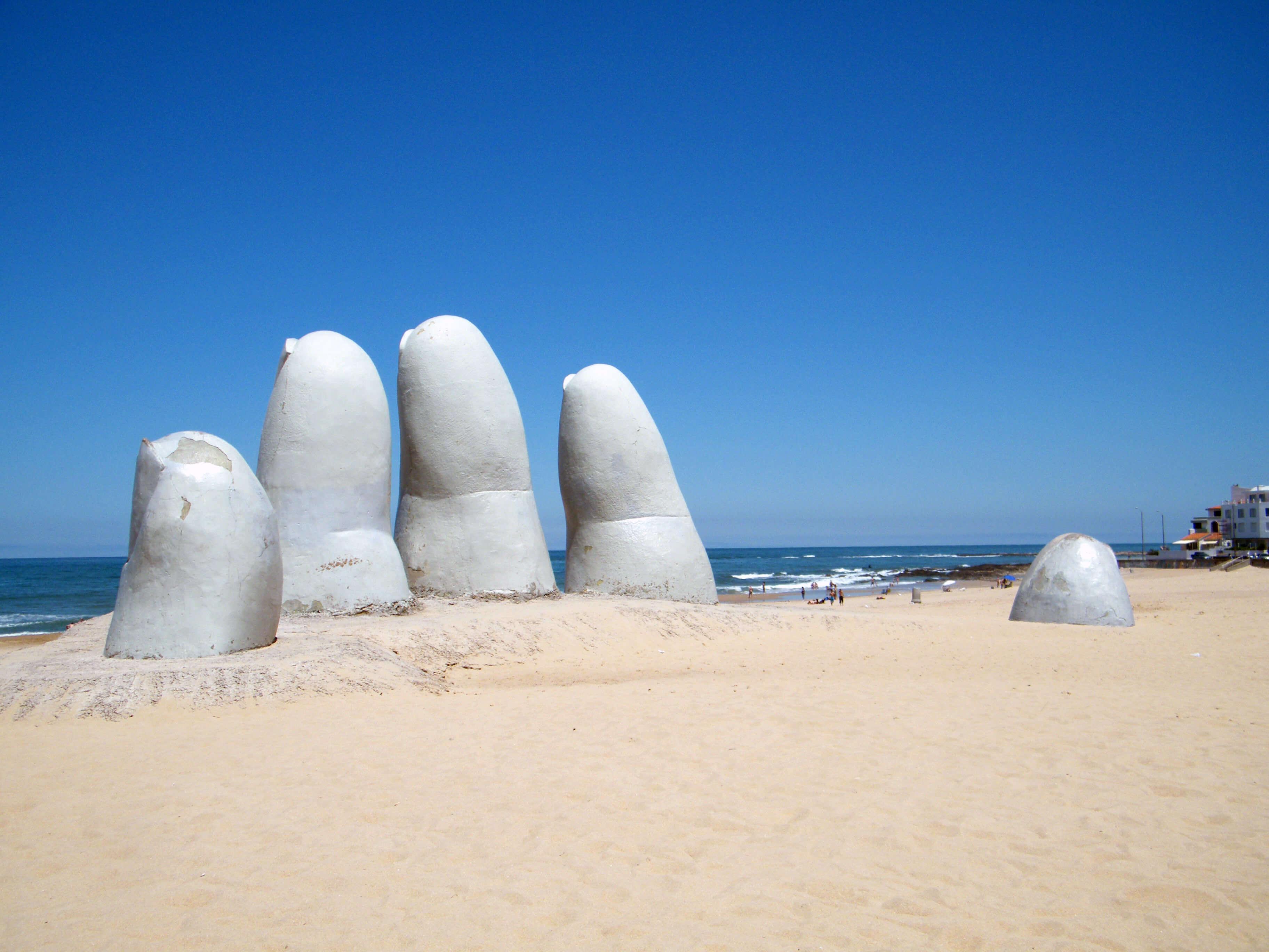 Resultado de imagem para La mano -  Punta del este