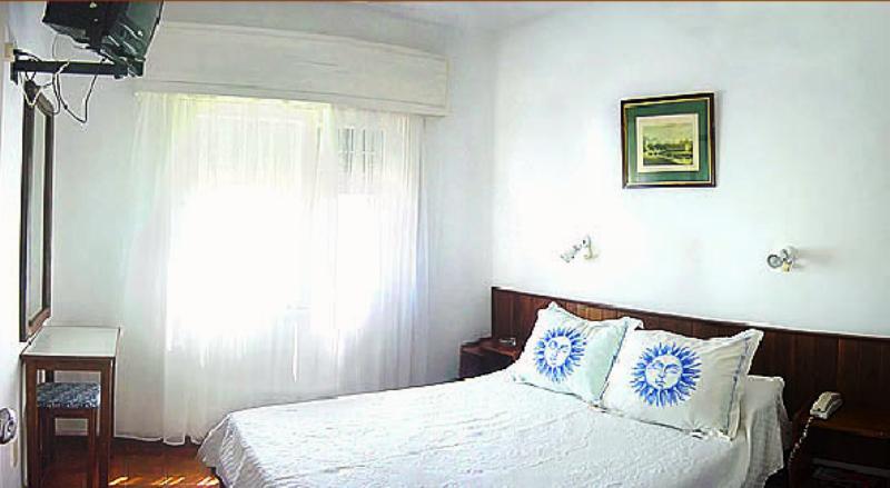 Quarto do Hotel Dollar em Punta del Este